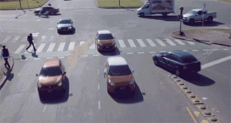 央视解说—遇到斑马线车到底该怎么开? 【呈贡中山驾校】(图1)
