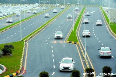 机动车驾培里程标准调整科目二、三合计不少于300公里