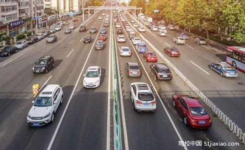 中国机动车保有量达3.19亿辆,驾驶人数呈高速增长